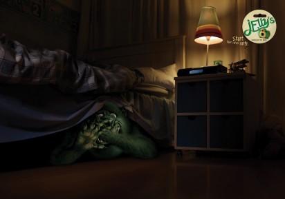 Страшный монстр под кроватью