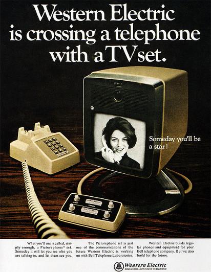 Реклама гибрида телевизора и телефона