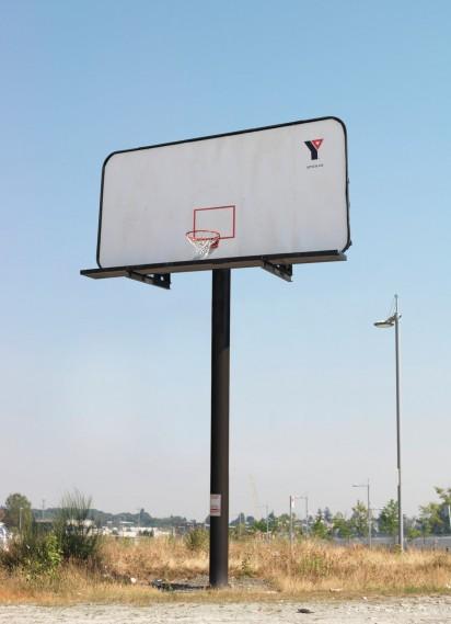 Необычный билборд-баскетбольное кольцо
