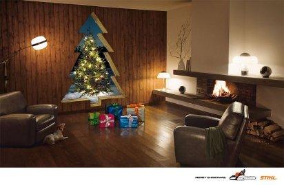 Новогодняя реклама бензопилы