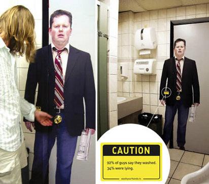 Реклама в туалете