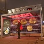 Креативная #reklama №985 — Реклама кафе Caribou на остановке: Тепло и уютно