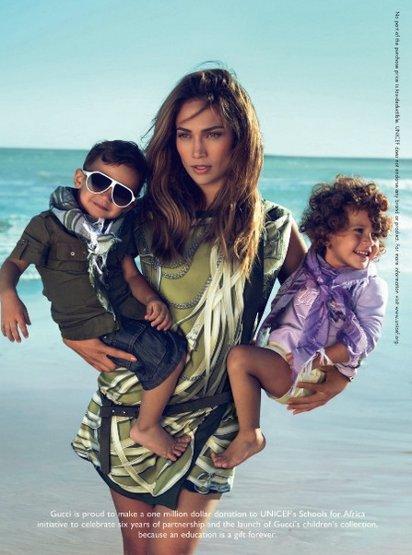 Реклама детской одежды с Дженефер Лопес