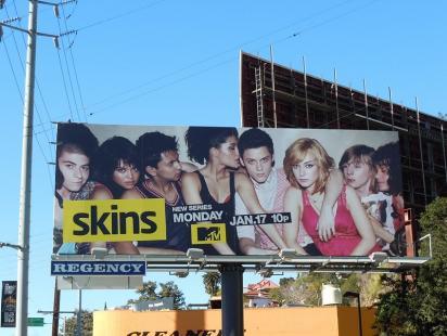 Обычный билборд с рекламой сериала