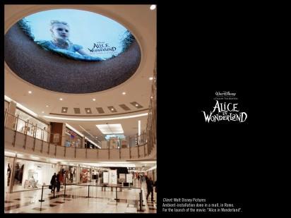 "Реклама фильма ""Алиса в стране чудес"""