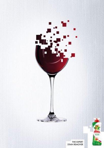 Отстирает разлитое на одежду вино