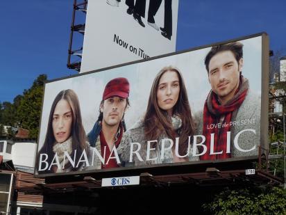 Билборд модного бренда Banana Republic
