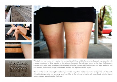 Реклама магазина на ногах