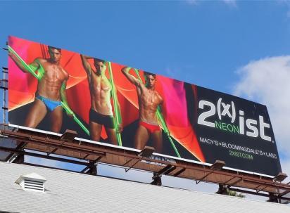 Билборд с полуголыми мужиками