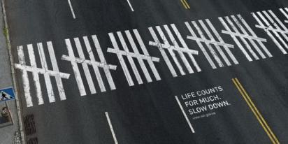 Реклама на пешеходном переходе