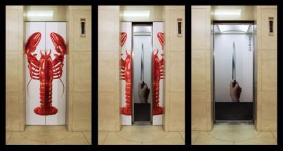 Реклама ножей в лифте