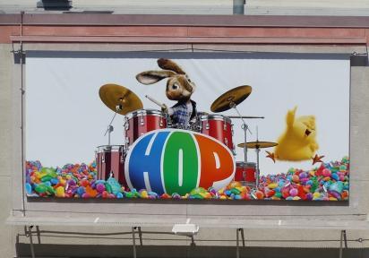 Наружная реклама мультфильма HOP