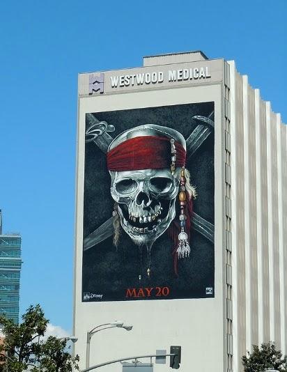 Рекламный щит Пираты Карибского моря 4: На странных берегах
