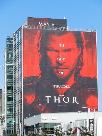 Большой билборд фильма Тор