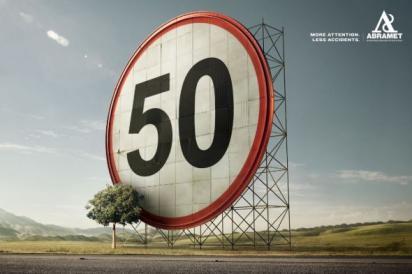 Реклама на дороге