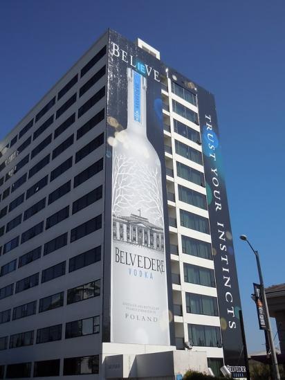 Огромный билборд-бутылка