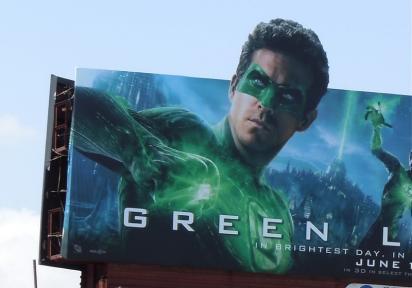 Билборд с рекламой киноленты Зелёный фонарь