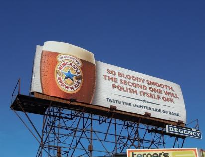Билборд с рекламой пива
