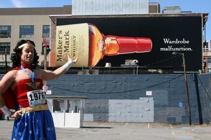Билборд с рекламой виски