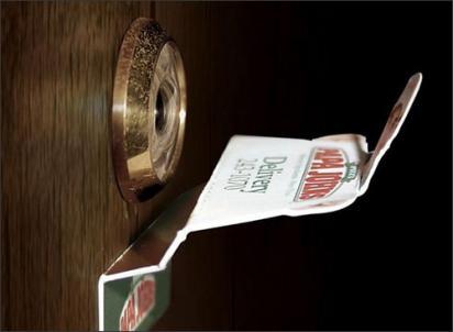 Реклама пиццы Паппа Джонс в глазке вашей двери