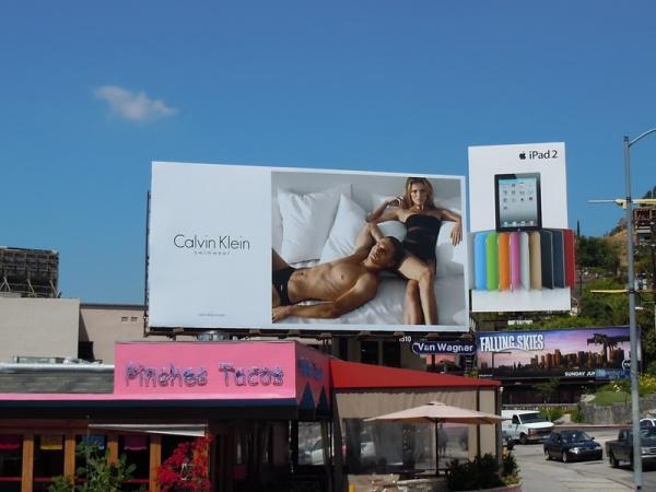 Билборды купальников и плавок от Calvin Klein