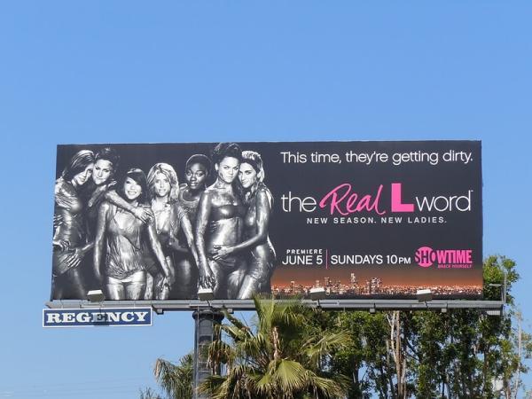 Билборд с сексуальными лесбиянками