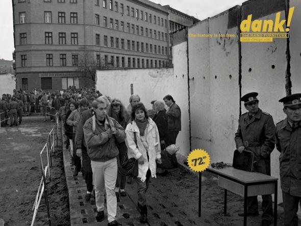 Реклама напротив берлинской стены