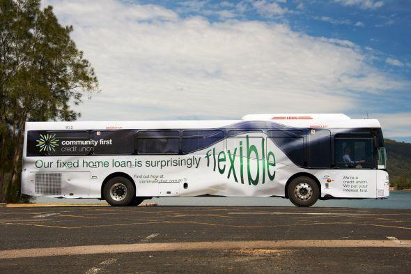 Реклама кредита на покупку дама на автобусе