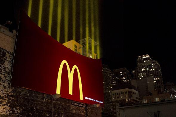 Яркий билборд McDonald's